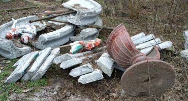 """Залишки фонтану з янголятами, встановленого у 2016 році на площі біля ЦДЮТ, знайшлися у """"Сосновому бору"""""""