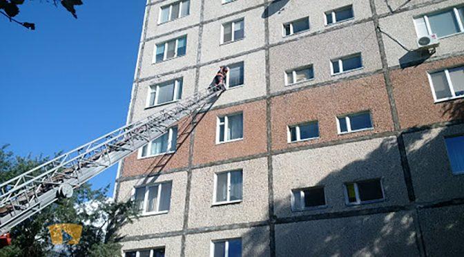 У Черкасах рятувальники виявили труп чоловіка у квартирі