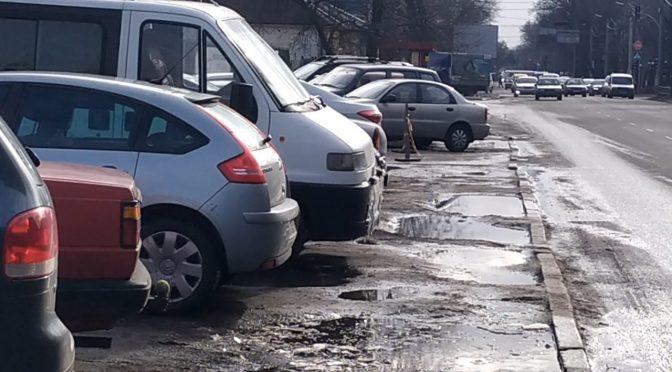 На Благовісній у середмісті Черкас немає де паркувати машини