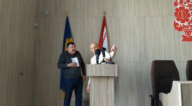 На сесії міської ради виник конфлікт між очільником міста Анатолієм Бондаренком та депутатом Олександром Радуцьким