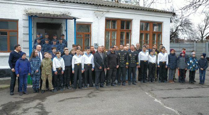 Члени екіпажу тральщика «Черкаси» приїхали в гості до черкаського Клубу юних моряків