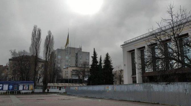 Прапор України біля Драмтеатру ледь не зірвав буревій, що пройшов Черкасами