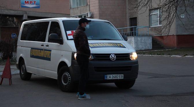 Підвезення медиків із районів забезпечують волонтери Національного корпусу