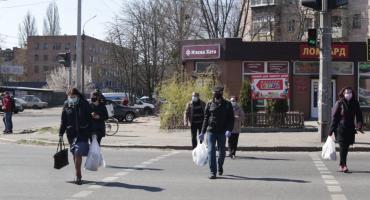 Карантин по-новому: на вулицях Черкас переважна більшість громадян ходять у масках