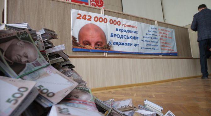 На сесії Черкаської міськради у Бродського вимагали повернути вкрадені майже 250 мільйонів