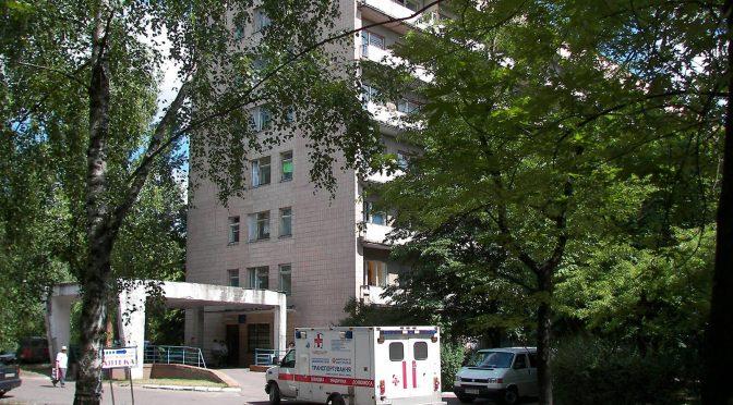 До 4 травня кілька відділень третьої міської лікарні (зокрема, неврологічне, друге терапевтичне та кардіологічне) закриті для приймання хворих