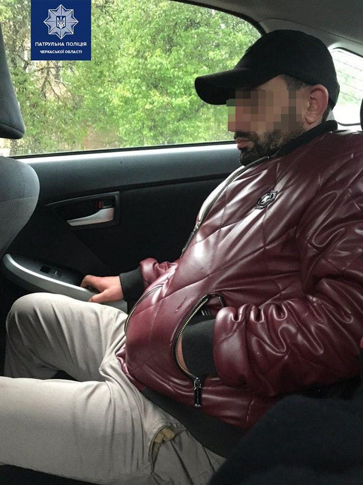 Аби уникнути покарання, водій запропонував поліцейським хабар. Черкаси, антена