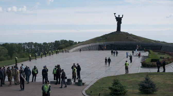 Багато черкащан прийшли на 9 травня на Пагорб слави
