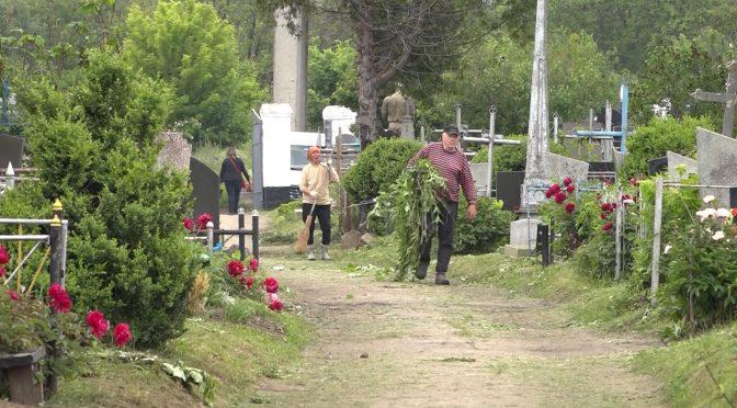 Поминальні дні відбудуться на всіх кладовищах Сміли одночасно