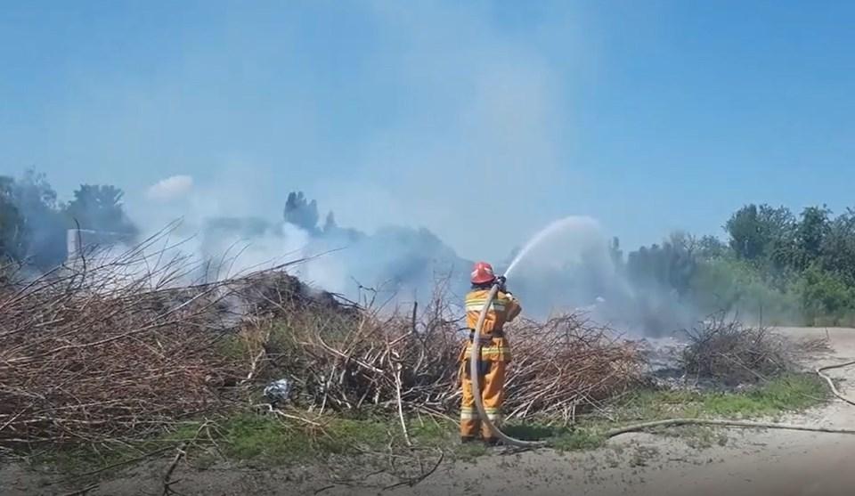 Вогнем знищено сміття на площі 50 м.кв. За попередніми даними, причиною пожежі стала необережність під час куріння.