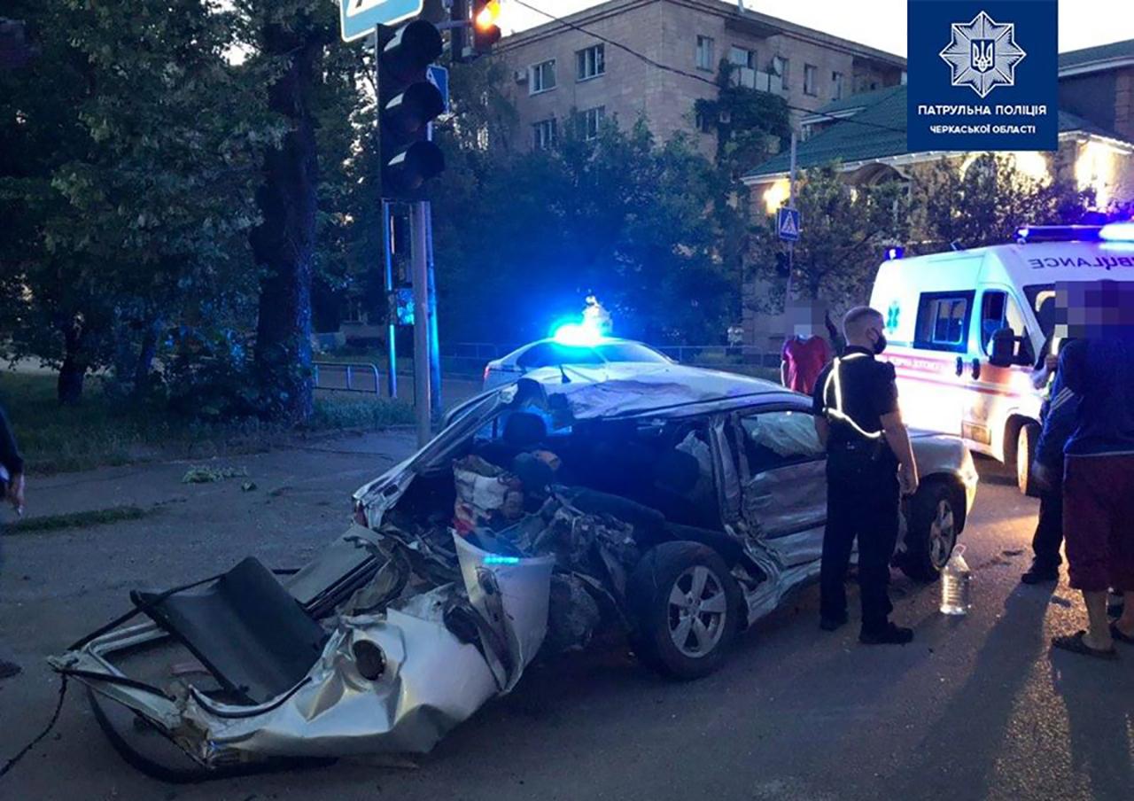 Автопригода сталася сьогодні вранці на перехресті вулиць Остафія Дашковича та Благовісної. Прибувши за вказаною адресою патрульні встановили, що водій автомобіля Skoda Octavia не надав переваги в русі вантажному авто КамАЗ.