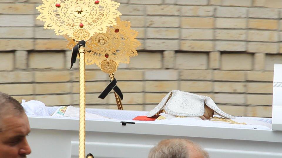 Митрополита Черкаського і Канівського Софронія поховали 24 червня у Черкасах поблизу Свято-Михайлівського собору, на території Соборного скверу, Антена, Черкаси, телеканал,