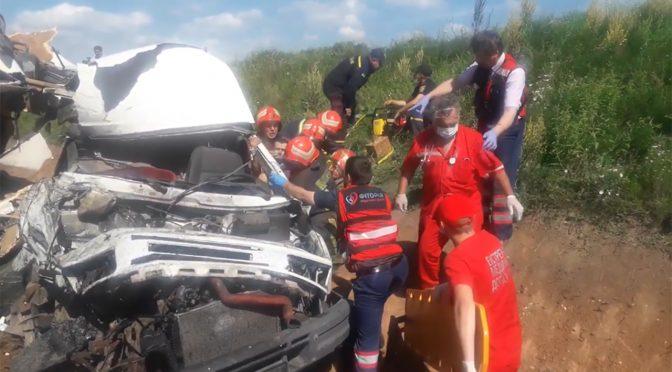 У лобовому зіткненні бензовоза з мікроавтобусом  постраждав водій останнього