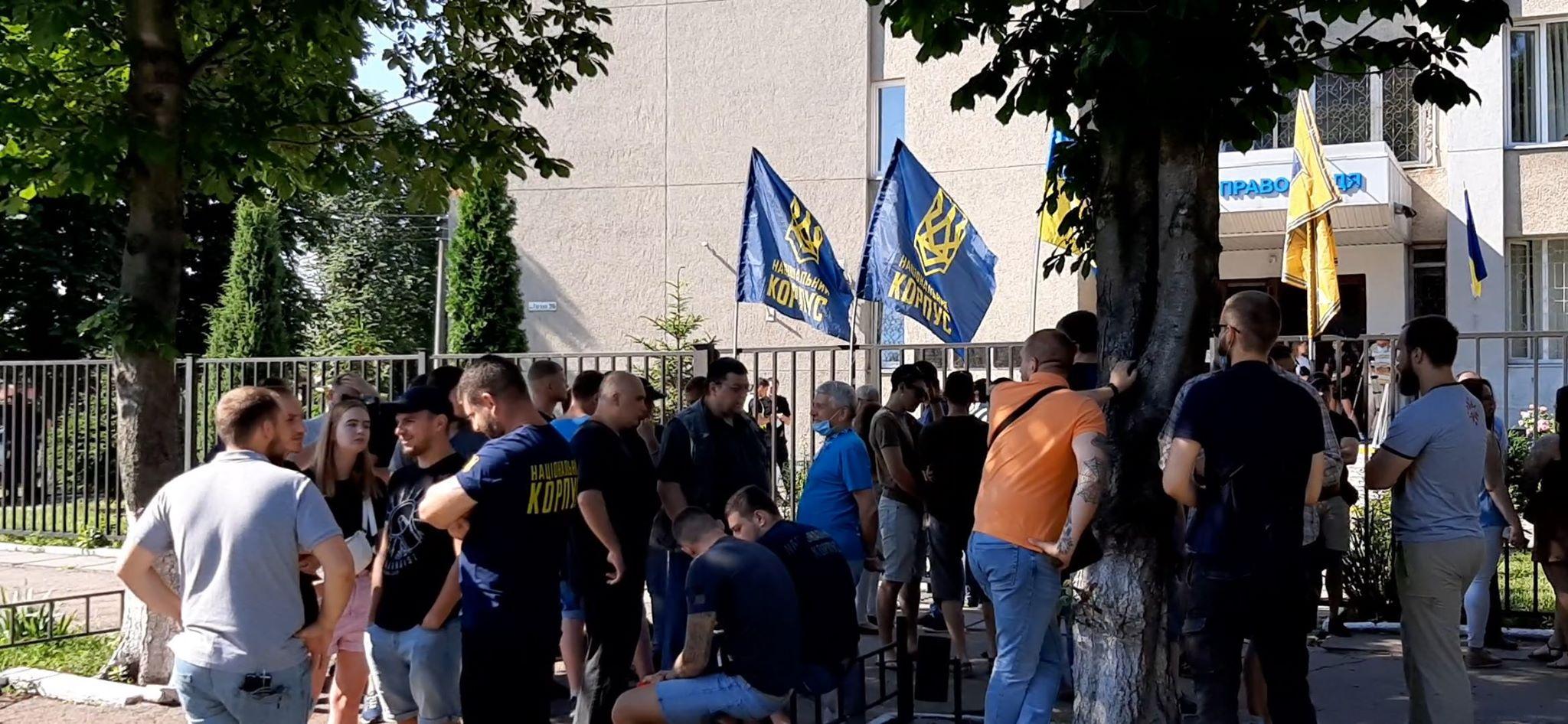 Четверо ветеранів АТО, які підозрюються нібито у побитті представників антиукраїнських сил, вийшли під нічний домашній арешт строком на 60 діб