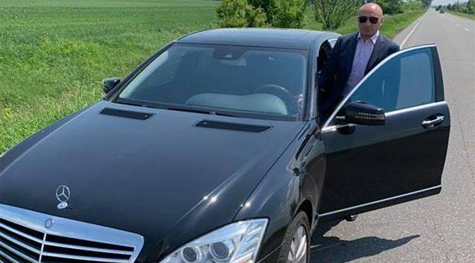 Анатолій Бондаренко продовжує возити черкаських наречених на весілля