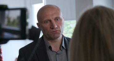 У відповідь На запитання про риття каналу між озером на Митниці та Дніпром міський голова Черкас розповів, що територія водного фонду належить сільрадам