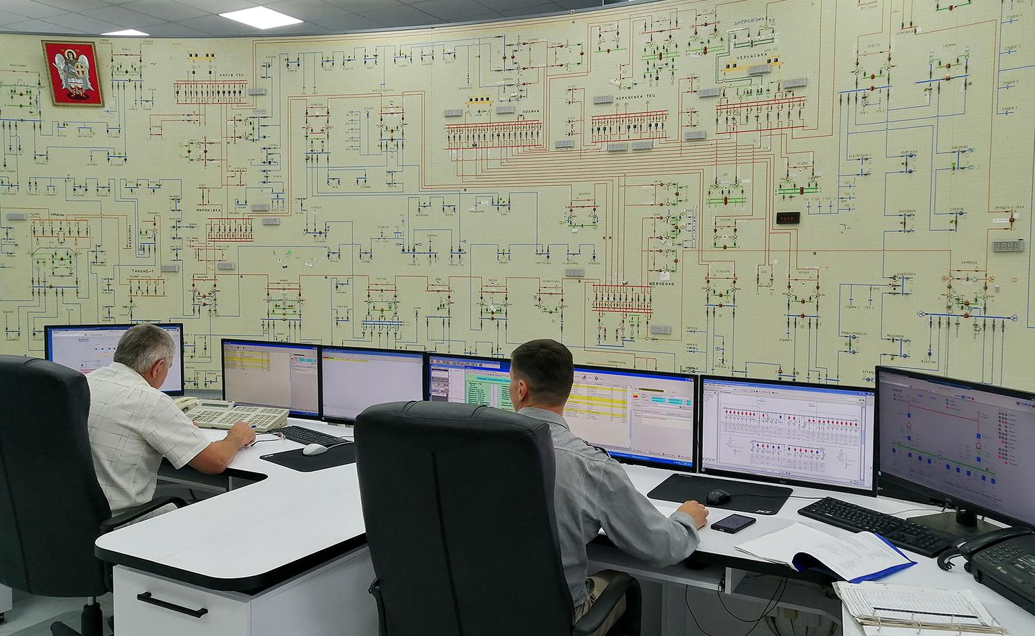 У її підпорядкуванні знаходяться 22 диспетчерські служби відокремлених структурних підрозділів районів електричних мереж та диспетчерська Уманських високовольтних мереж. Саме тут розробляють та погоджують графіки планових відключень і одними з найперших дізнаються про аварійні ситуації.