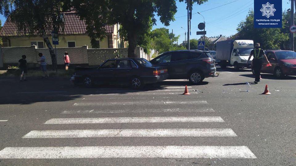 Сьогодні на перехресті вулиць Благовісної та Казбетської сталася ДТП між Audi та Ford Kuga.