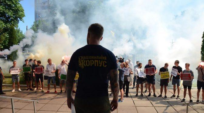 Представники Нацкорпусу пікетували Придніпровський районний суд Черкас