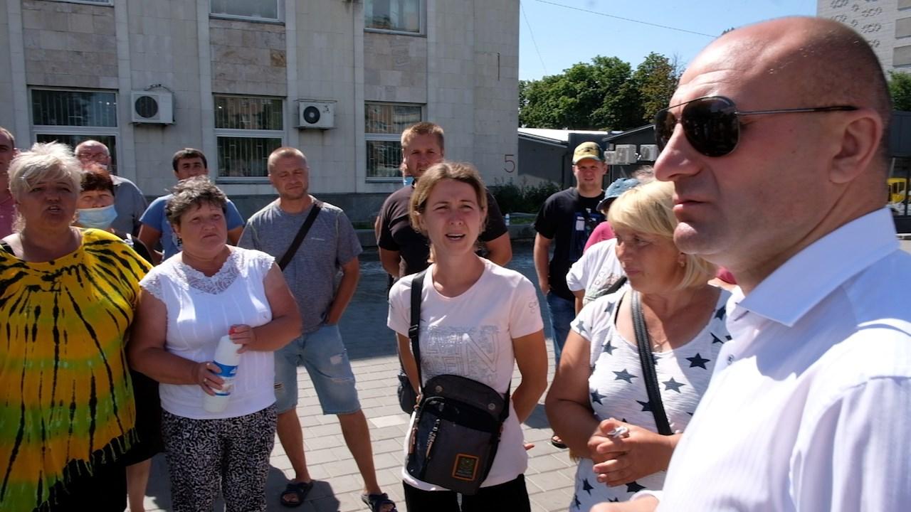 """Міський голова Черкас Анатолій Бондаренко висловив занепокоєння з приводу ситуації на сезонному ярмарку сільгосппродукції, який КП """"Черкаські ринки"""" відкрило на площі 700-річчя Черкас."""