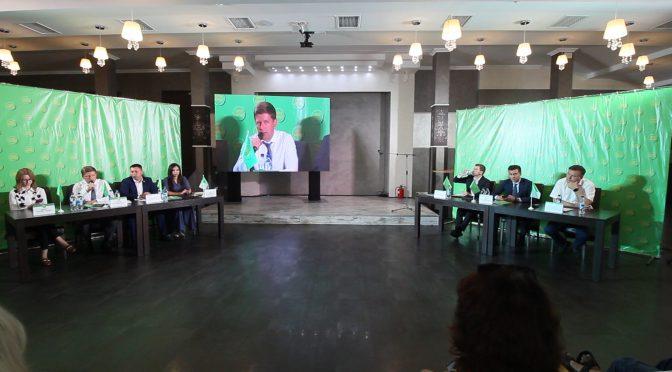"""Депутати від """"Слуги народу"""" відзвітувалися перед черкащанами"""