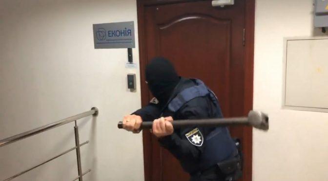 Поліція вдерлася в офіс золотоніського виробника дитячого харчування ТОВ ПІІ «Еконія»