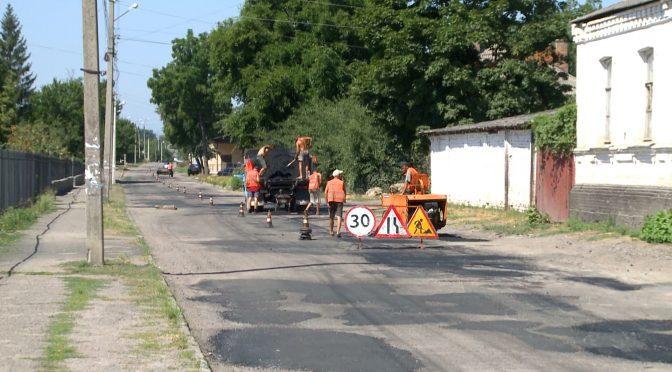 У Смілі третій день поспіль тривають роботи з усунення аварійної ямковості на вулиці Родини Бобринських