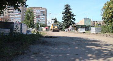 """У сквері """"Юність"""" тривають активні будівельні роботи. Незабаром має бути відкрито західну частину"""