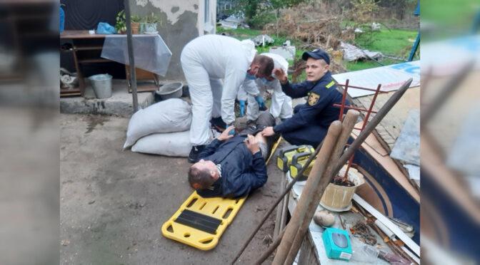 Смілянські рятувальники дістали чоловіка з колодязя