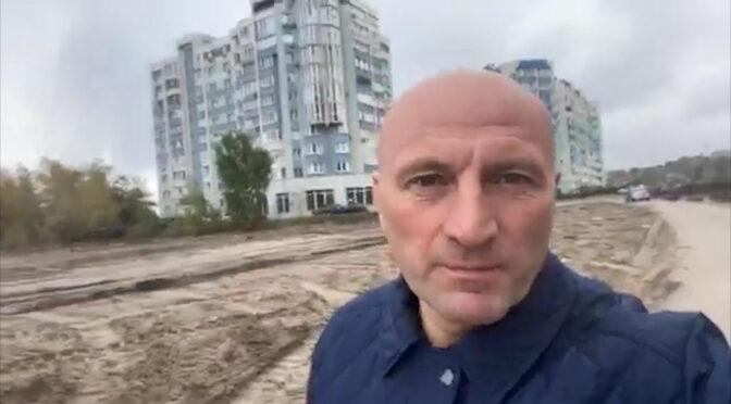 На вулиці Жужоми, яка з'єднає Героїв Дніпра і Гагаріна, вже проклали зливову каналізацію. Згодом поруч буде облаштовано спуск для човнів