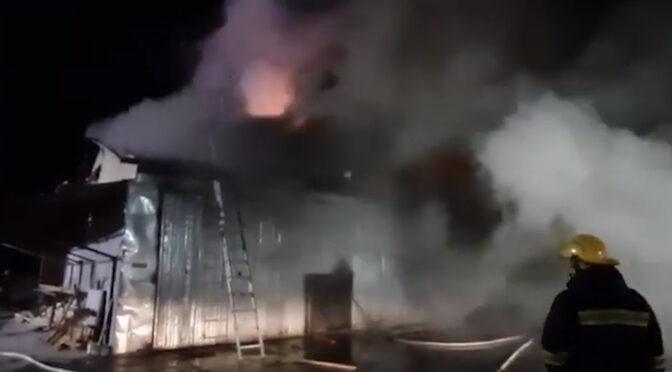 У Черкасах горіла споруда для сушіння деревини