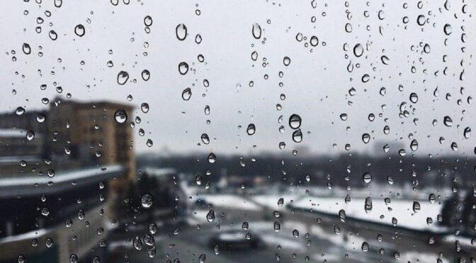 У вихідні очікуються дощ та мокрий сніг, утворюватиметься ожеледиця — синоптики