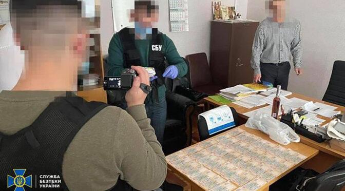 СБУ викрила посадовця Черкаської обласної державної адміністрації на вимаганні хабара у 20 тисяч гривень