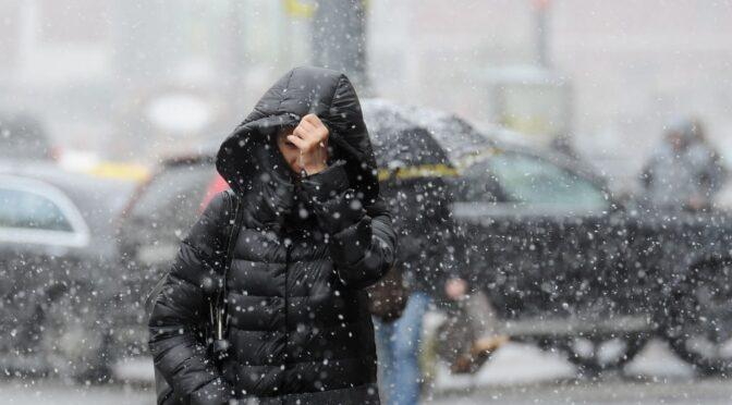 Майже до середини грудня на Черкащині переважатиме хмарна погода, невеликий сніг та ожеледиця