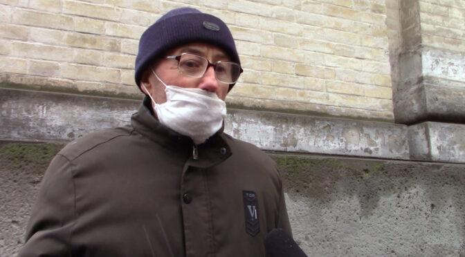 Журналісти поцікавились у людей на вулиці, чи схвалюють вони введення повного локдауну. Значна частина — схвалює