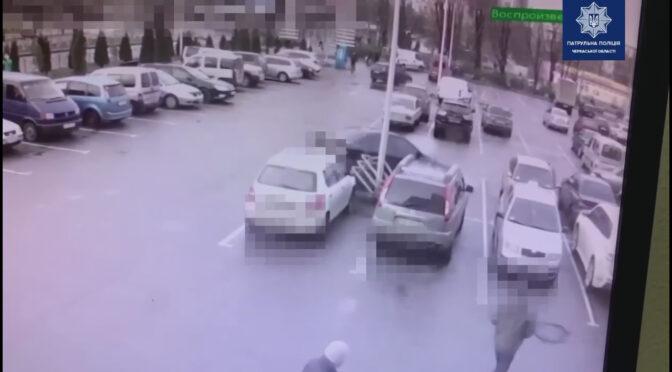 На паркувальному майданчику одного з торговельних центрів Черкас сталося ДТП