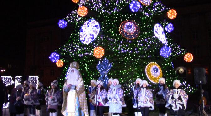 19 грудня у Черкасах засяяла головна ялинка міста