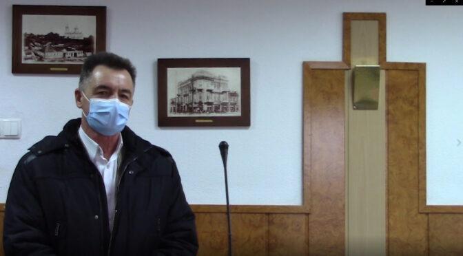 Міський голова Анатолій Бондаренко звинуватив керівництво КП «Черкасиводоканал» у фінансових порушеннях та запропонував директору підприємства Сергію Овчаренку написати заяву на звільнення