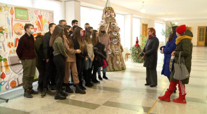 Перед новим роком учні випускного класу НВК школи-ліцею «Лідер» зібрали кошти для безпритульних тварин Сміли