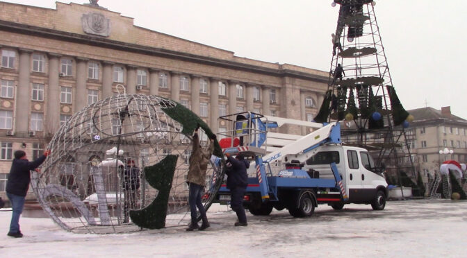 Свята минули: у Черкасах демонтували головну ялинку та новорічні інсталяції