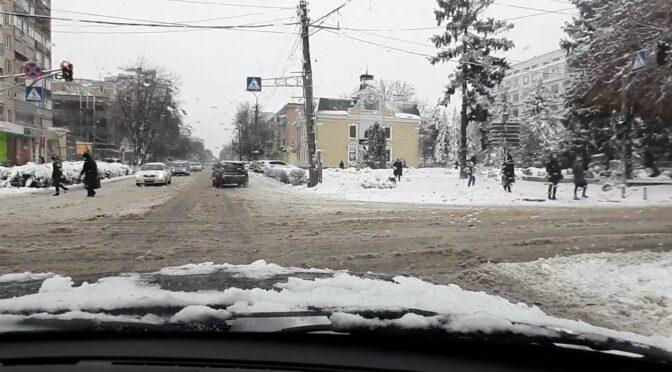 Невелике похолодання у найближчі дні спричинить підмерзання снігової каші, тому бажано прибрати сніг на дорогах і тротуарах — черкаські синоптики