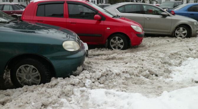 У Черкасах підприємці не чистять парковки від снігу, управління інспектування не працює