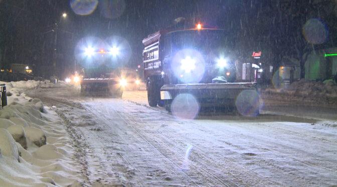 Комунальники очищають Смілу від снігу