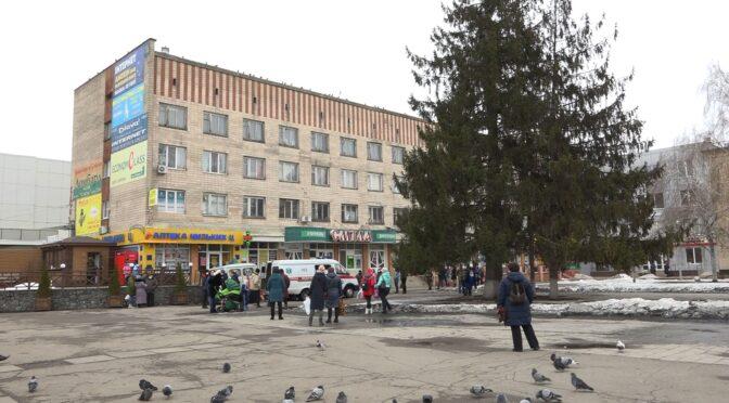 На центральній площі Сміли помер молодий чоловік