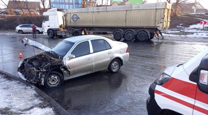 На Сумгаїтській у Черкасах не розминулися вантажівка та легковик