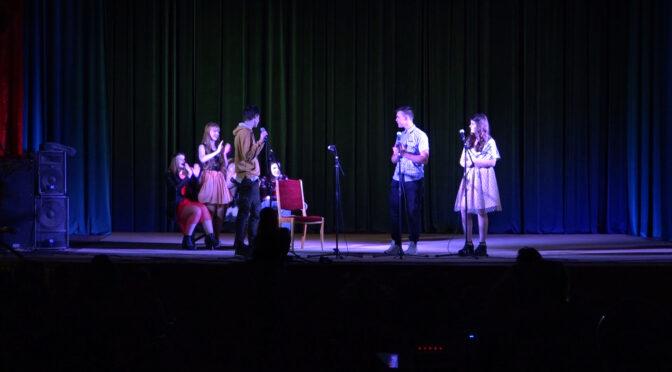 Зі святом весни представниць прекрасної половини людства вітали у Смілі співами і танцями