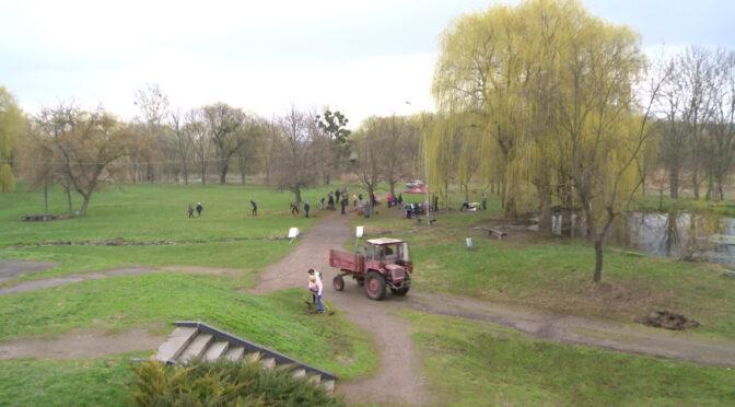 У Смілянському центральному міському парку культури і відпочинку влаштували весняну толоку