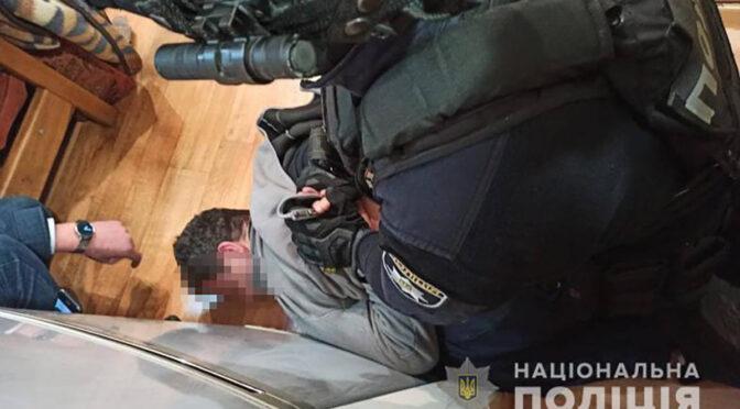 Черкаські оперативники затримали зловмисника, який наніс підлітку ножове поранення неподалік АЗС у Черкасах