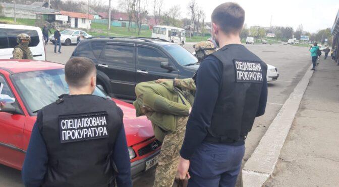 1100 доларів хабара: за процесуального керівництва спецпрокуратури на Черкащині затримано заступника військового комісара