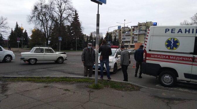 Не розминулись запорожець і мікроавтобус: постраждав 80-річний водій